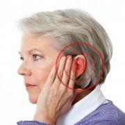 Es normal que mi audífono emita silbidos